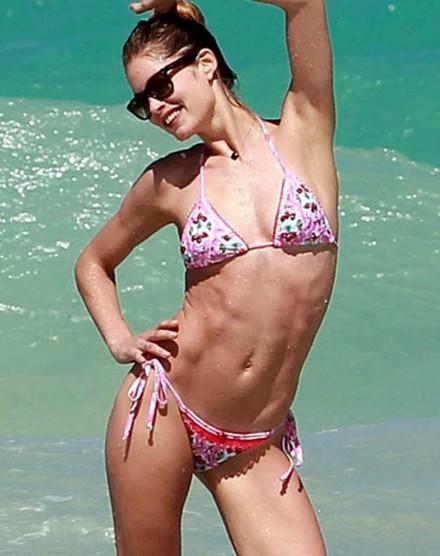 Pembe bikinili güzel... 6