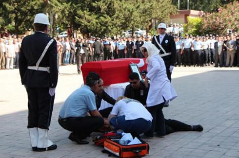 Şehit polis gözyaşlarıyla uğurlandı 11