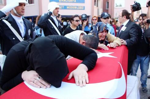 Şehit polis gözyaşlarıyla uğurlandı 3