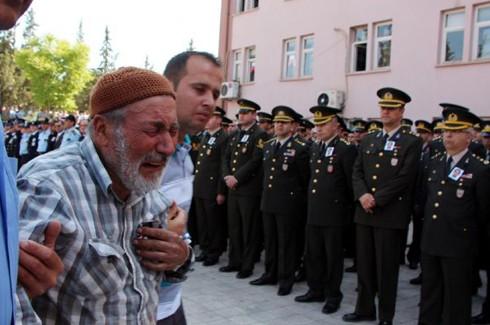 Şehit polis gözyaşlarıyla uğurlandı 5