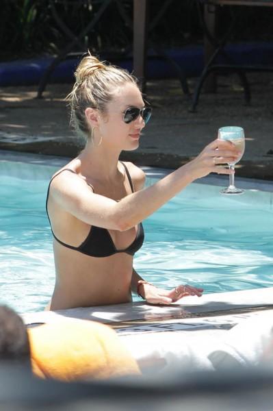 Victoria's Secret meleği tatilde büyüledi 8