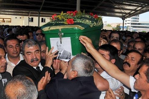 Saip Konukoğlu son yolculuğuna uğurlandı. 3