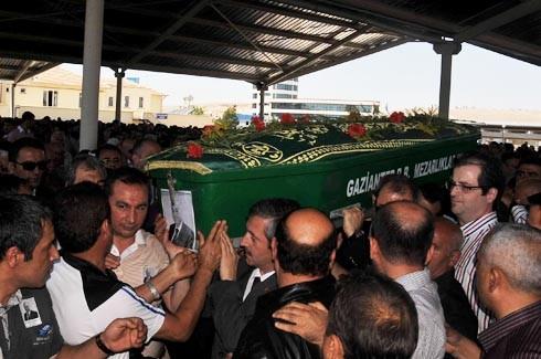 Saip Konukoğlu son yolculuğuna uğurlandı. 4