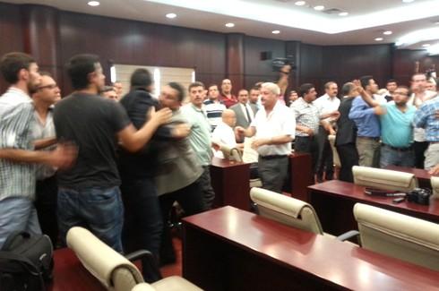 Gazeteciler kongresinde Gazetecilere saldırı!.. 10