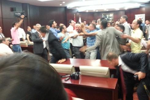 Gazeteciler kongresinde Gazetecilere saldırı!.. 3