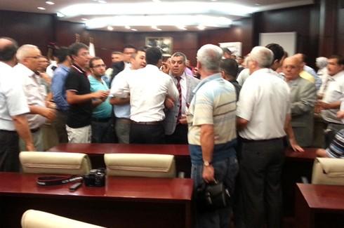 Gazeteciler kongresinde Gazetecilere saldırı!.. 4