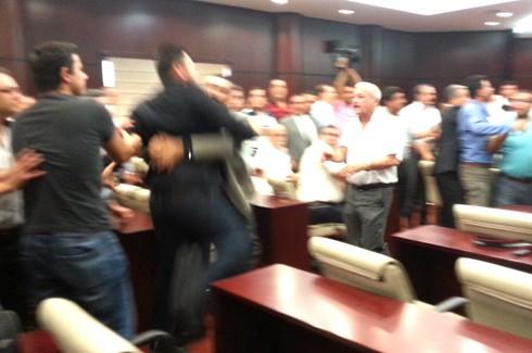Gazeteciler kongresinde Gazetecilere saldırı!.. 5