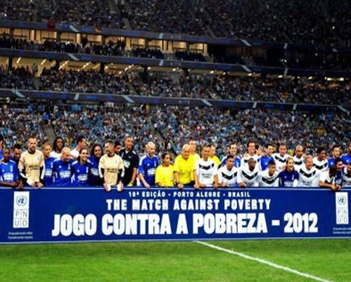 Profesyonel futbolculardan, Brezilya'daki yoksulluğa yardım 10