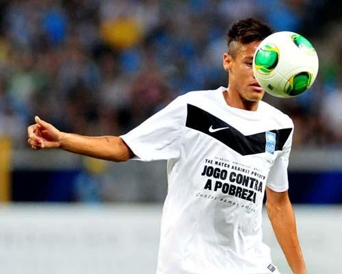 Profesyonel futbolculardan, Brezilya'daki yoksulluğa yardım 6