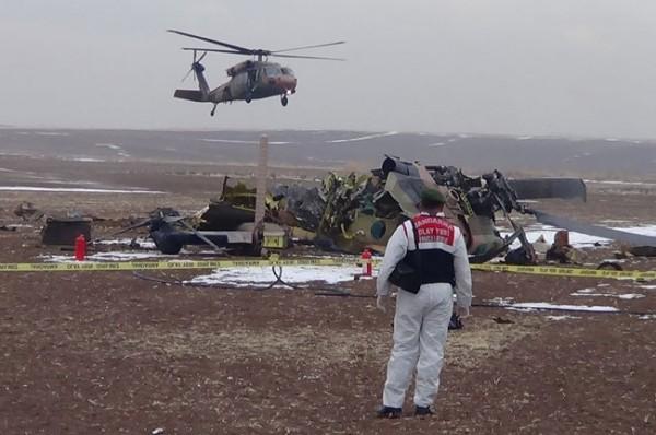 Helikopter düştü: 4 Şehit 11