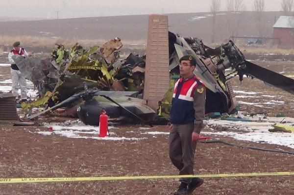Helikopter düştü: 4 Şehit 8