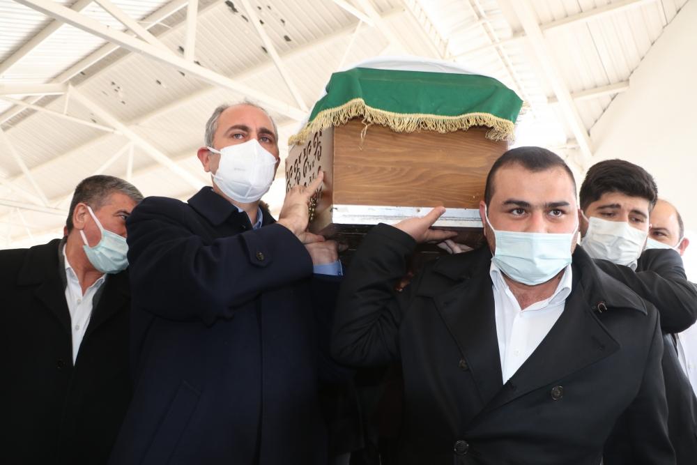 Adalet Bakanı Gül'ün annesi son yolculuğuna uğurlandı 1