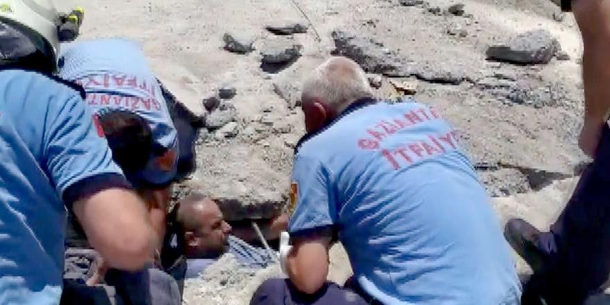Enkaz altında kalan 2 işçi kurtarıldı