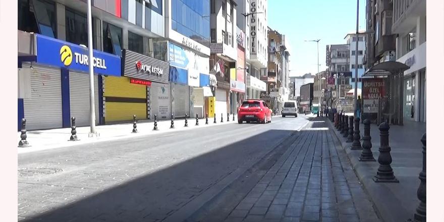 cadde ve sokaklar bomboş kaldı