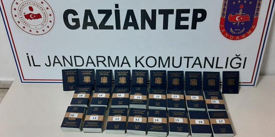 Baklavaların arasında sahte pasaport ele geçirildi