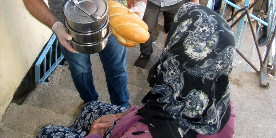 Araban'da vatandaşlara kavurma dağıtıldı