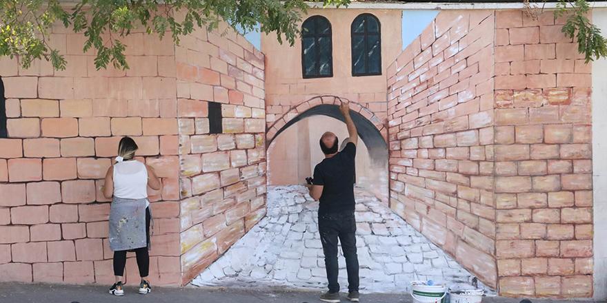 Tarih duvarlara yansıtılıyor