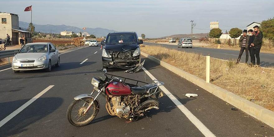 Penelvan araç ile motosiklet çarpıştı