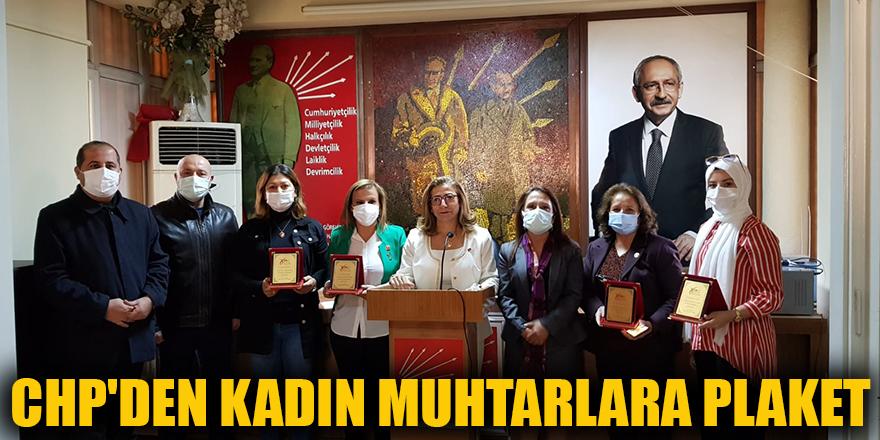 CHP'den kadın muhtarlara plaket