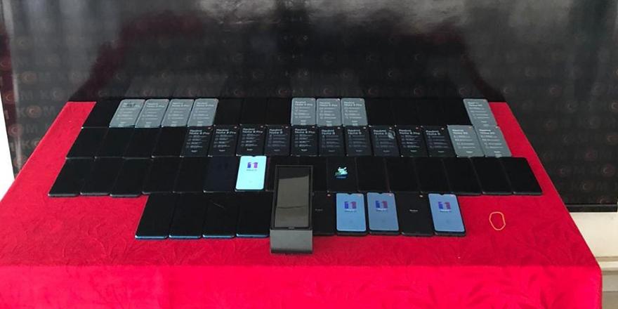 Gümrük kaçağı 53 cep telefonu ele geçirildi