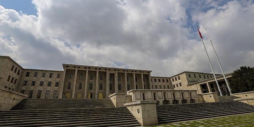 Mecliste ziyaretçi yasağı uzatıldı