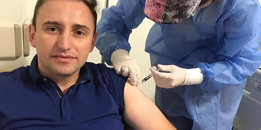 Mutlu, Kovid-19 aşısının ilk dozunu yaptırdı