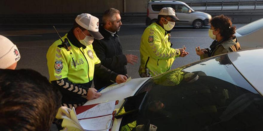 Sokağa çıkan 208 kişiye maske ikazı