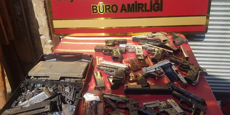 Hırsızlık şüphelisi silah imalathanesinde yakalandı