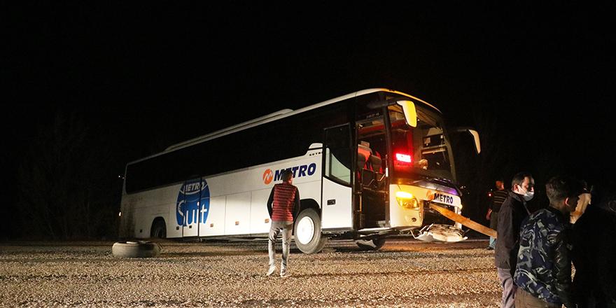 Otobüs yanlış yola girdi, yolcular mahsur kaldı