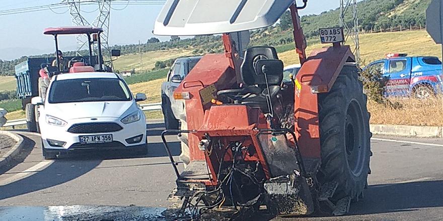 Traktör kazada ikiye ayrıldı