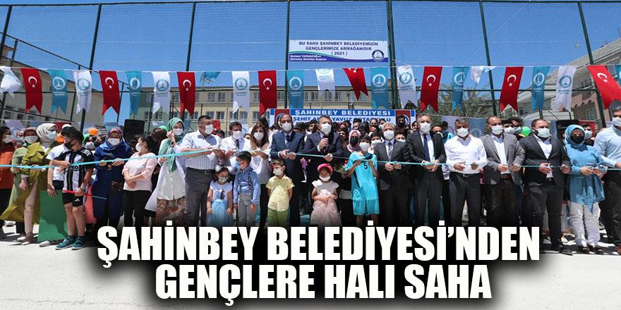 Şahinbey Belediyesi'nden gençlere halı saha