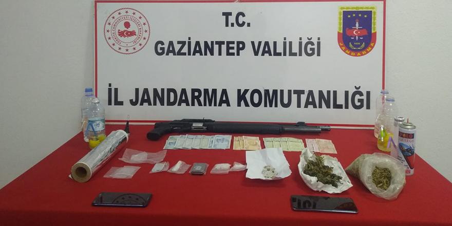 Uyuşturucu satışı yapılan eve operasyon: 4 gözaltı