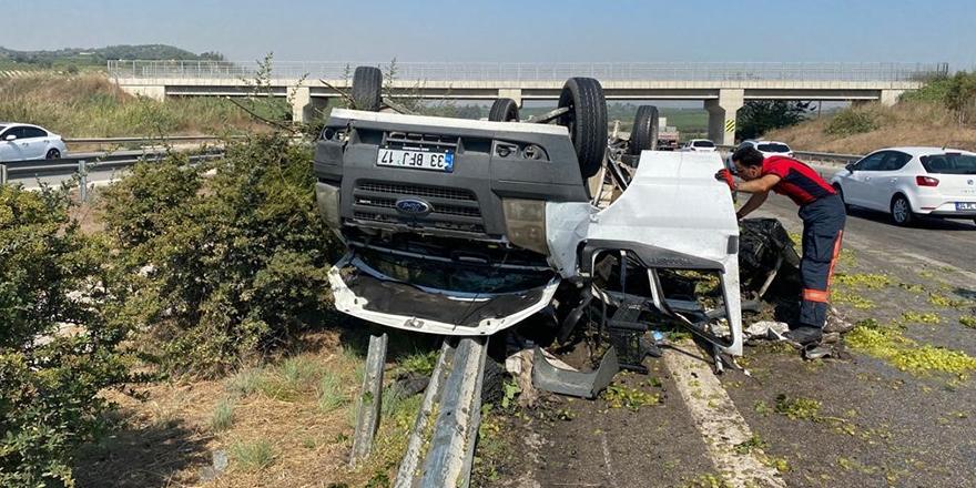 Üzüm yüklü kamyonet kaza yaptı