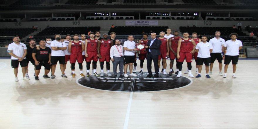 Gaziantep Basketbol sezonun ilk kupasını aldı
