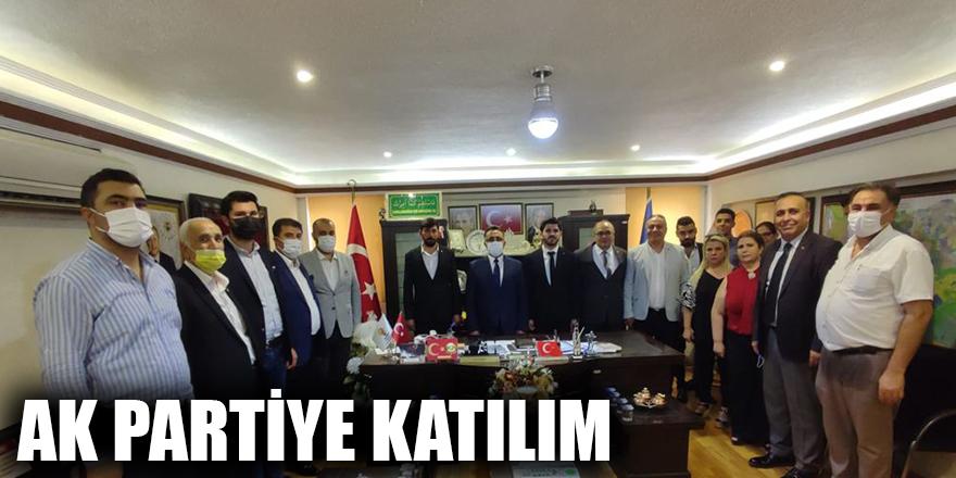 AK Partiye katılım