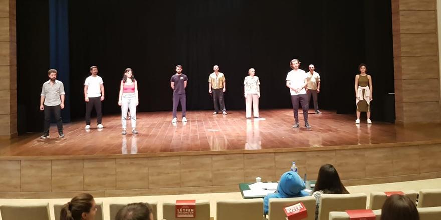 Şehir tiyatrosu okulunda sona doğru