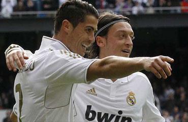 Mesut Özilden Ronaldoya tebrik