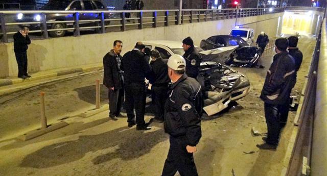 Alt geçitte hasarlı kaza