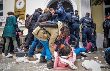 Kosovada protestocu öğrencilere polis müdahalesi