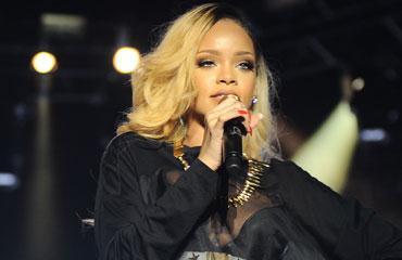Rihanna Bursalı genci takip ediyor