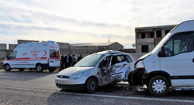 Petrol istasyonuna girerken kaza yaptı