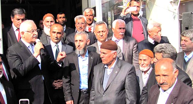 AK Parti\'ye coşkulu katılım