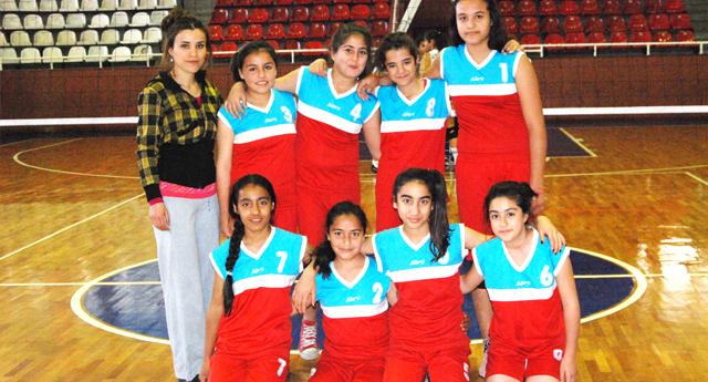 Vicdan Ahmet Güler set vermedi 2-0