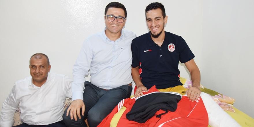 Darbe 'Gazi'si sporcuya anlamlı ziyaret