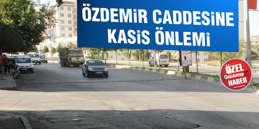 Özdemir Caddesine kasis önlemi