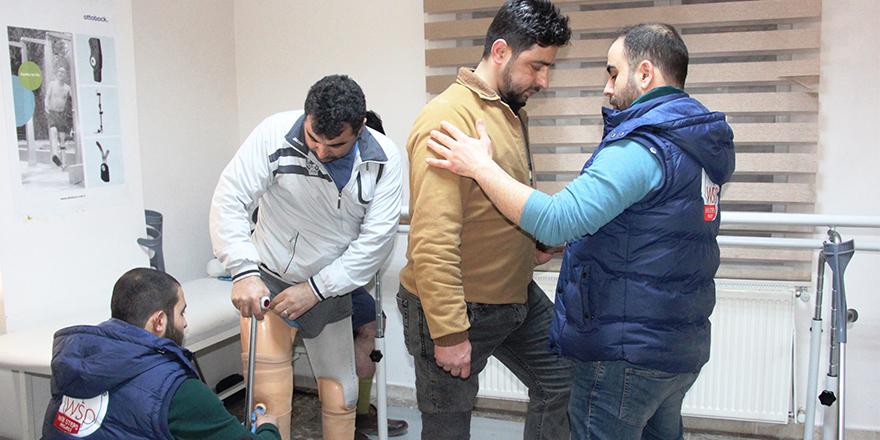 Savaşın yaralarını protezle sarıyorlar