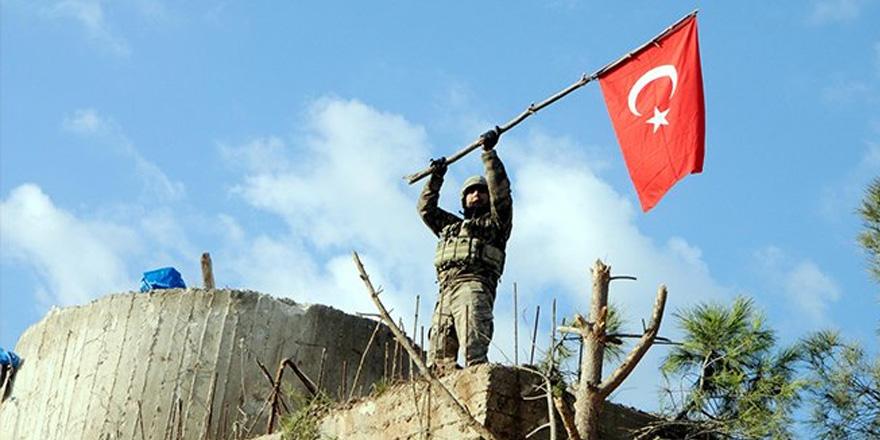 Mehmetcik Burseya Dağı'nda Kuleye Türk Bayrağı Diktiler