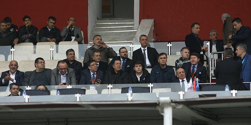 Yöneticiler Adana'da