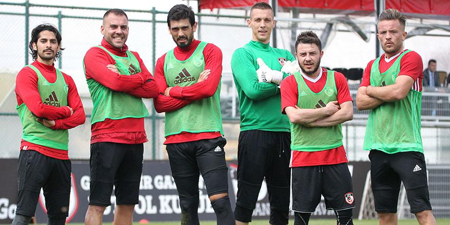 Turnuvanın şampiyonu yeşil takım
