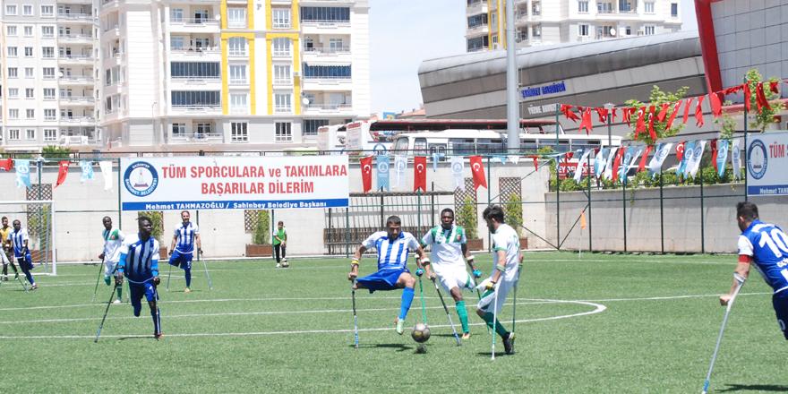 Şampiyon namağlup tamamladı 4 – 0